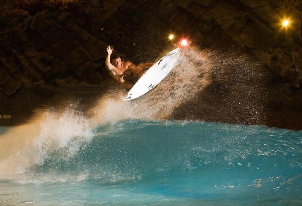 Boosting at the Miyazaki Ocean Dome Wave Pool | Wave Park | Surf Pool